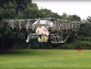 drone, uomo con drone, uomo volante, uomo che vola